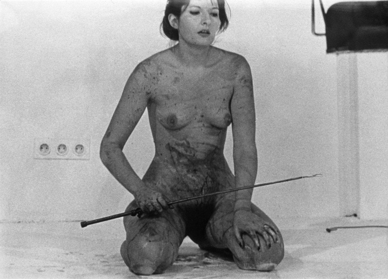 LIPS OF THOMAS, Performance, 2 hours, Krinzinger Gallery, Innbruck, 1975 © Marina Abramovic