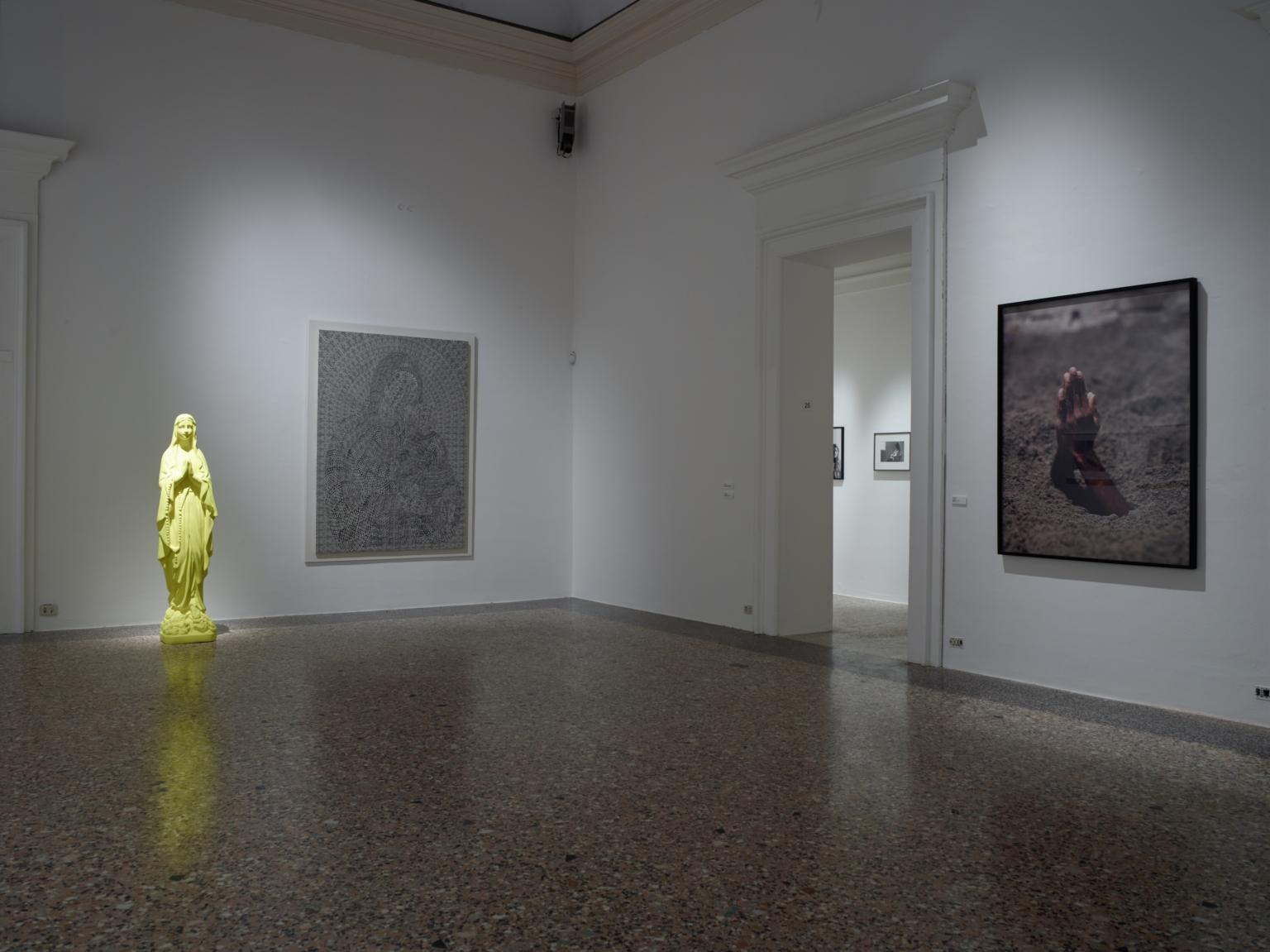 La-Grande-Madre-Palazzo-Reale-Milano-–-Katarina-Fritsch-Thomas-Bayrle-Maurizio-Cattelan foto Marco De Scalzi courtesy Fondazione Nicola Trussardi Milano