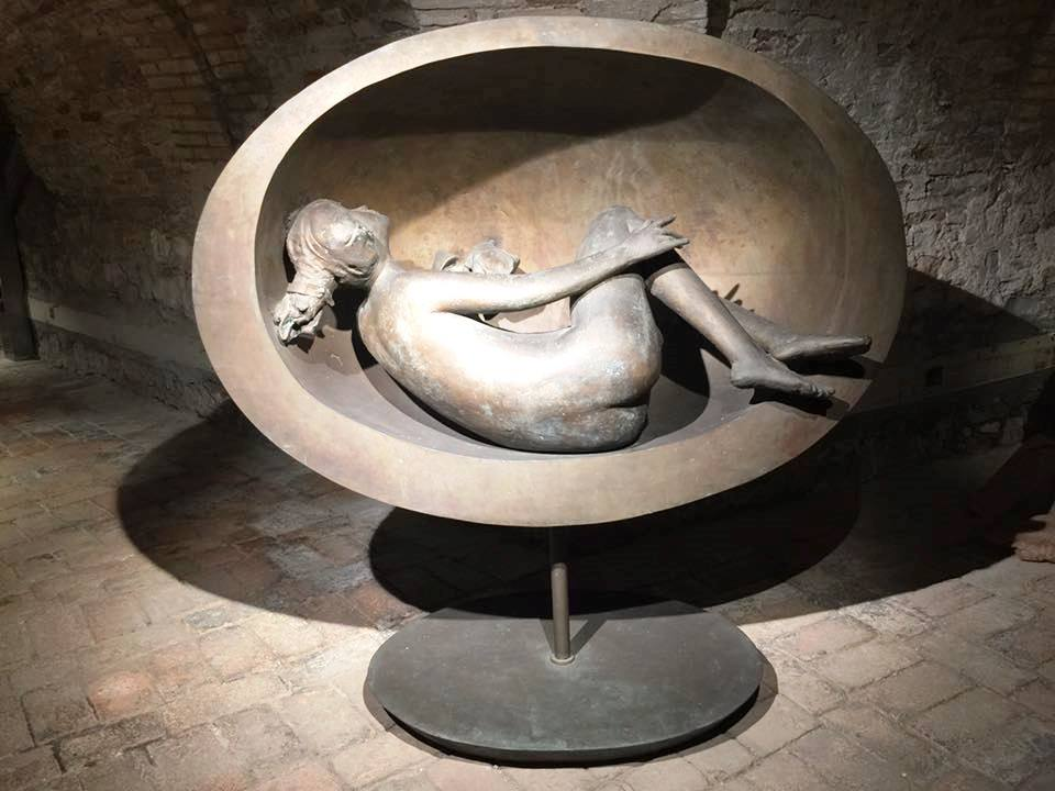 Giacomo Manzù - Tebe distesa nell'ovale Bronzo, 1985 /160x155x60 cm